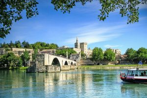 provensalsko-hradby-rieka-cln